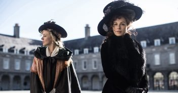 """Image from the movie """"Love & Friendship"""""""